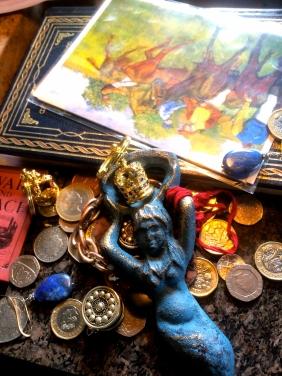 Coins, Earrings, Crowns